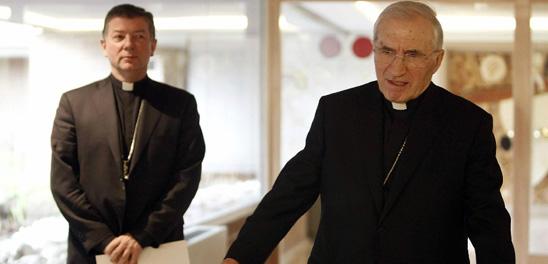 Rocuo Varela (der) junto a Mons. Camino (izq)